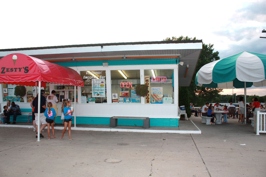 Zesty's Frozen Custard Dessert on Riverside Dr in De Pere, Wisconsin
